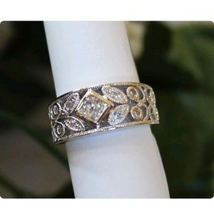Jewelry - Womans floral fashion ring